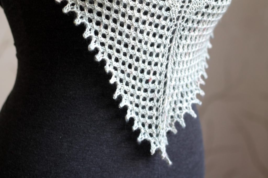 A close up on Ceò showing the lace border and picot bind-off